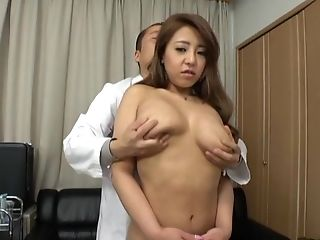 Awesome Chick Gets Her Beaver Plowed While Her Tits Bounce Up And Down