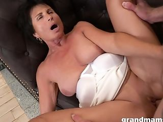 Dirty Matures Cockslut Loves Having Xxx Bang-out With Her Junior Paramour