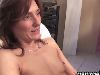 Ganzgeil.com Ambidextrous German Cougars Tonguing Their Bods