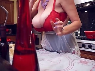 Kitchen Hookup Session With Alluring Blonde Vixen Kelly Madison