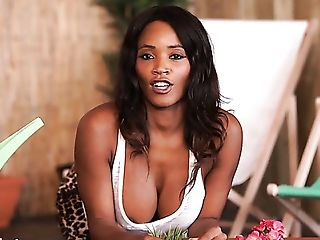 Dark Skinned Beauty Kiki Minaj Exposes Her Sexy Titties With Big Nips