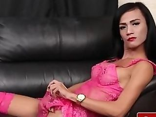 Stunning T-girl Squirts Jizz All Over Herself