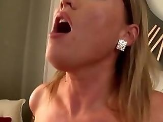 Amazing Chick Knows How To Fuck Decently