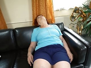Sleepymilf Marsha Is Astonished With Lengthy Penis Of Delivery Stud In The Room